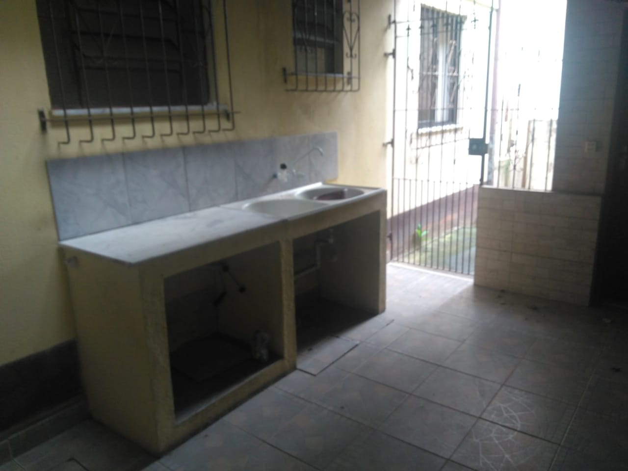 Apartamento de 02 quartos (Alugado)